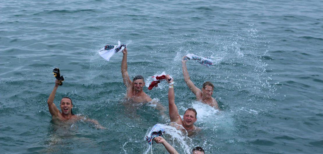 Badestopp Partyboot